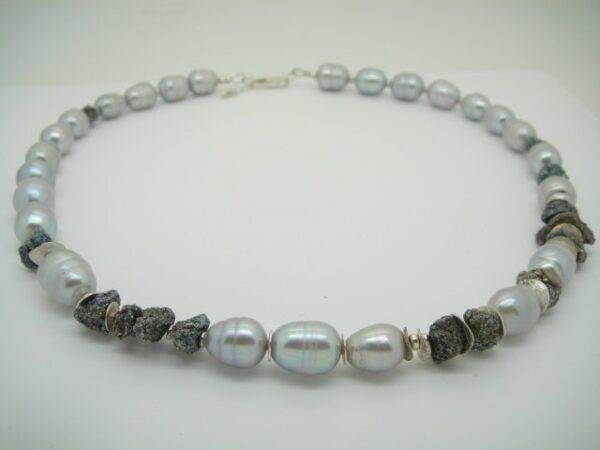 Silver! Perlencollier mit glänzendem Pyrit 925