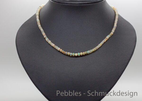 Edle Welo-Opal Kette mit vergoldetem Silber