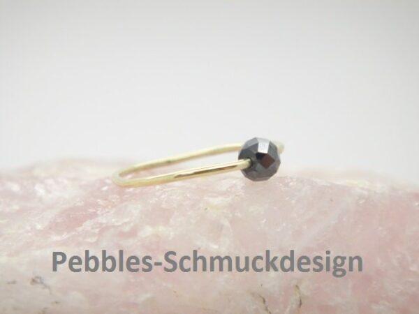 zarter Goldring... schwarzer Diamant